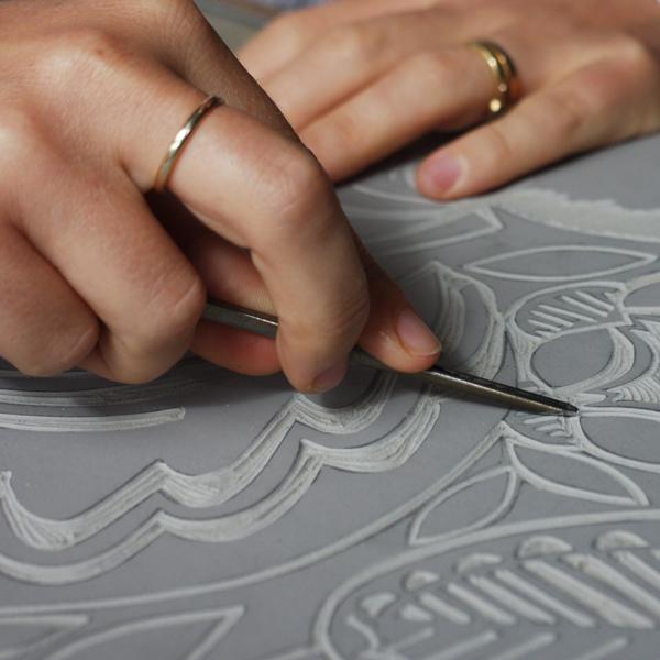 3-Cutting-the-Design-in-Lino